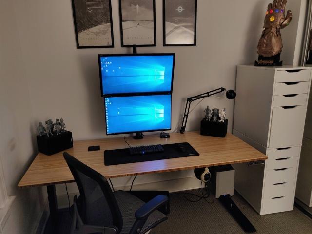 PC_Desk_137_63.jpg