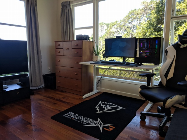 PC_Desk_137_65.jpg