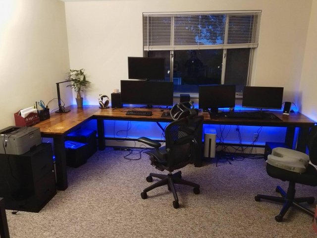 PC_Desk_137_66.jpg