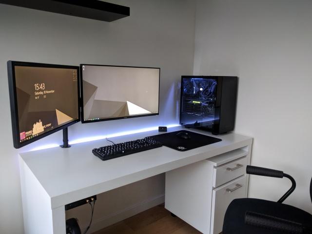 PC_Desk_137_67.jpg