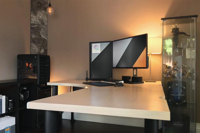 PC_Desk_137_70.jpg