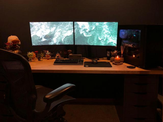 PC_Desk_137_74.jpg