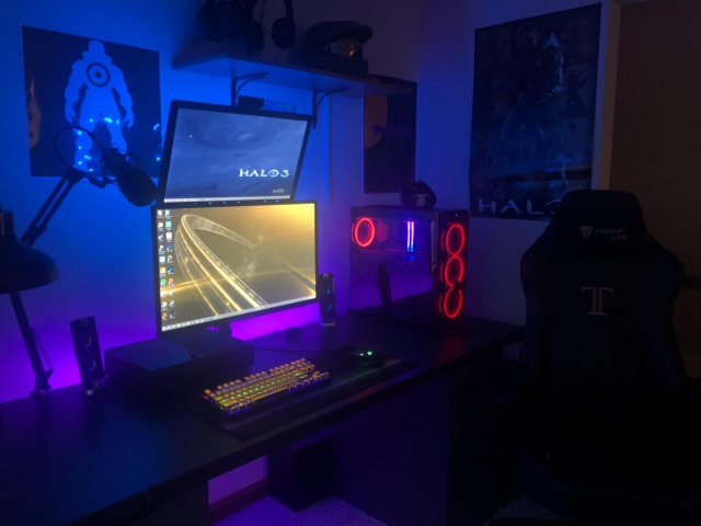 PC_Desk_137_79.jpg