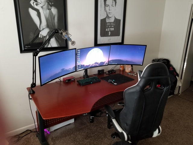 PC_Desk_137_87.jpg