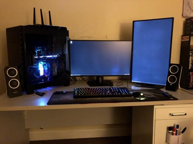 PC_Desk_137_89.jpg