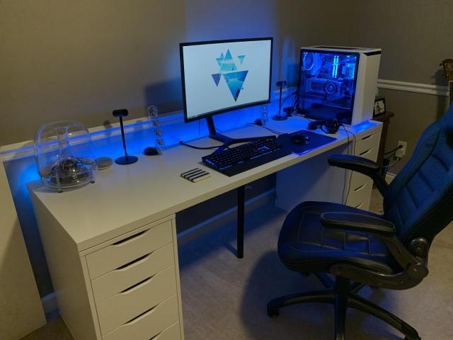 PC_Desk_137_90.jpg