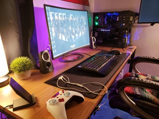 PC_Desk_137_91.jpg