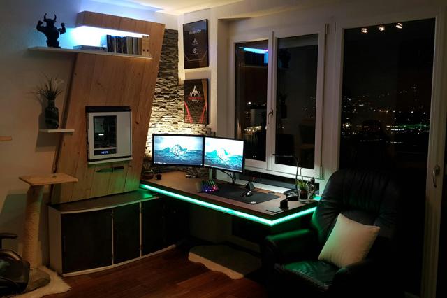 PC_Desk_138_03.jpg