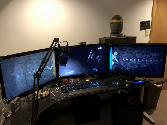 PC_Desk_138_27.jpg