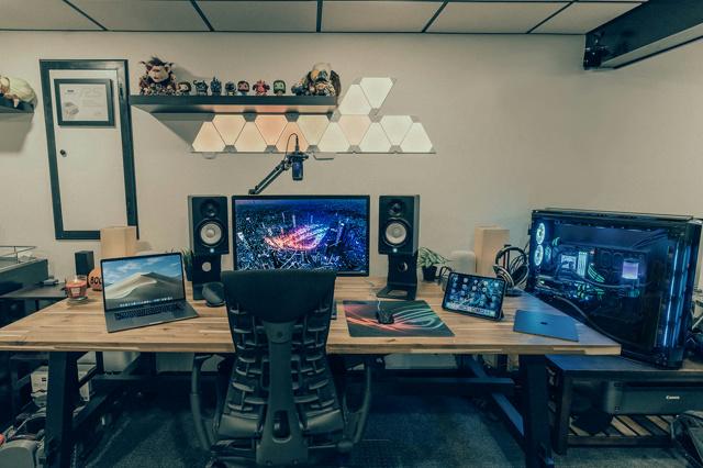 PC_Desk_138_53.jpg