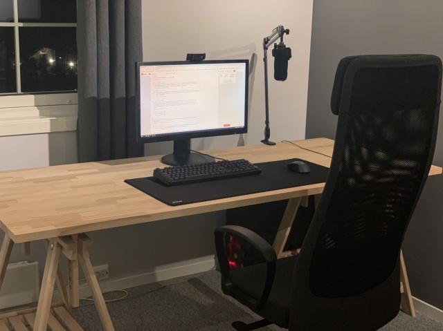 PC_Desk_138_82.jpg