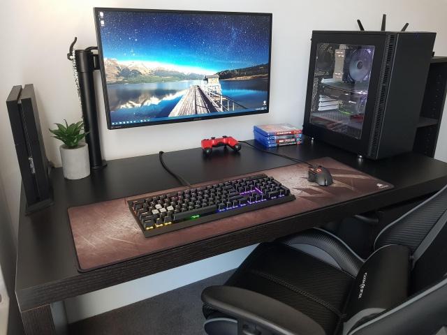 PC_Desk_139_22.jpg