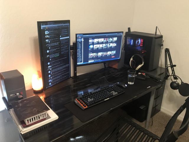 PC_Desk_139_23.jpg
