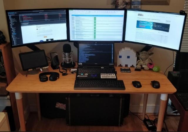PC_Desk_139_32.jpg