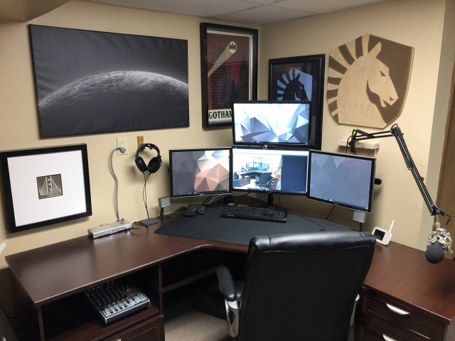 PC_Desk_139_63.jpg