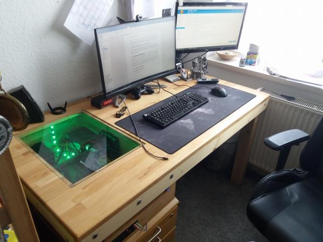 PC_Desk_139_68.jpg