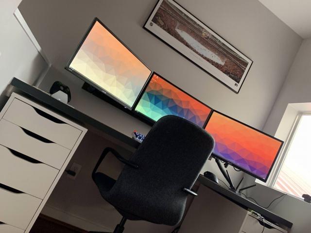 PC_Desk_140_01.jpg