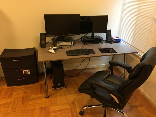 PC_Desk_140_09.jpg