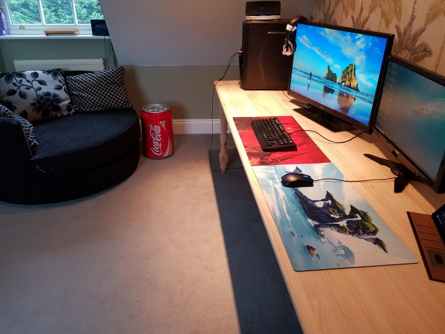 PC_Desk_140_16.jpg