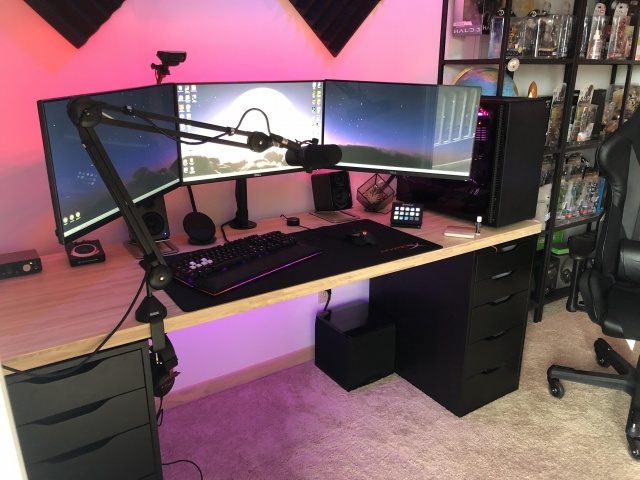 PC_Desk_140_23.jpg