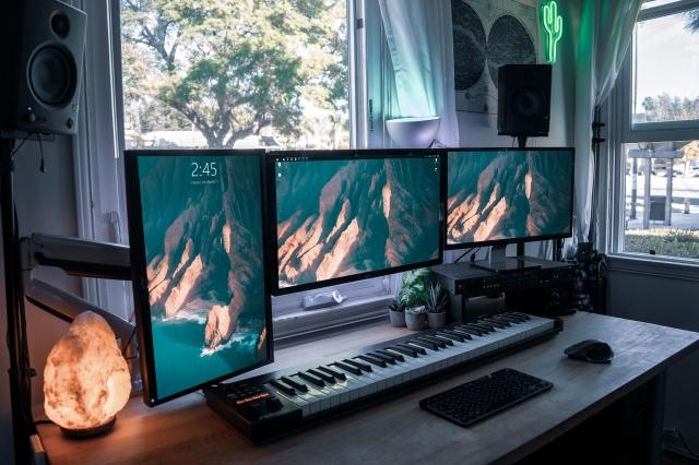 PC_Desk_140_28.jpg