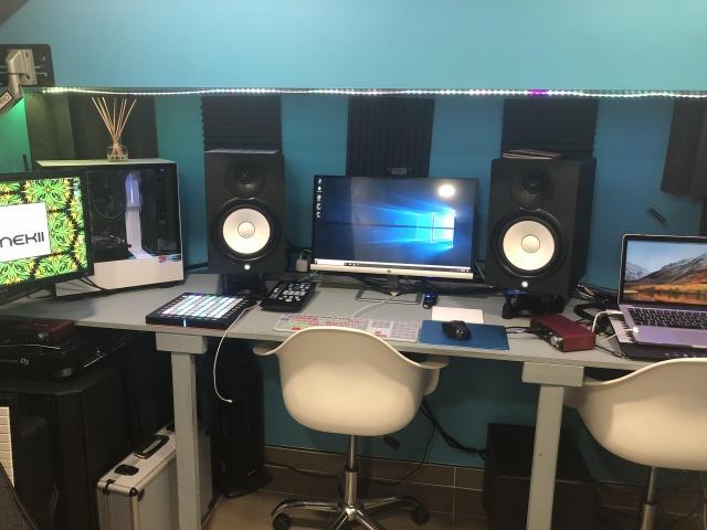 PC_Desk_140_31.jpg