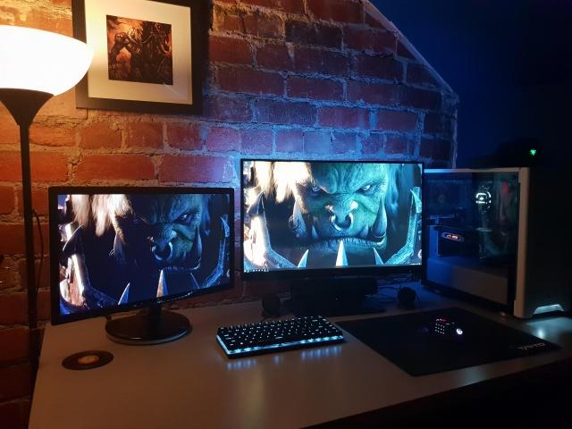 PC_Desk_140_57.jpg