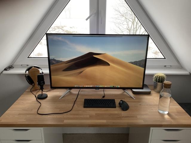 PC_Desk_141_01.jpg