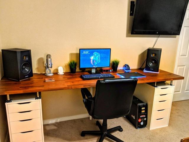 PC_Desk_141_03.jpg