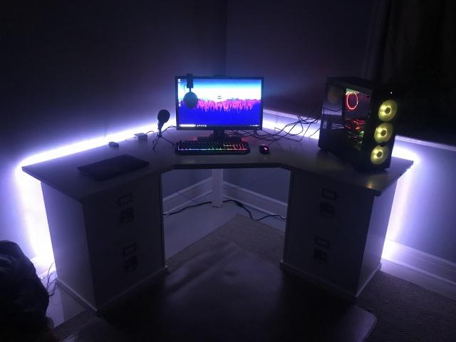 PC_Desk_141_09.jpg