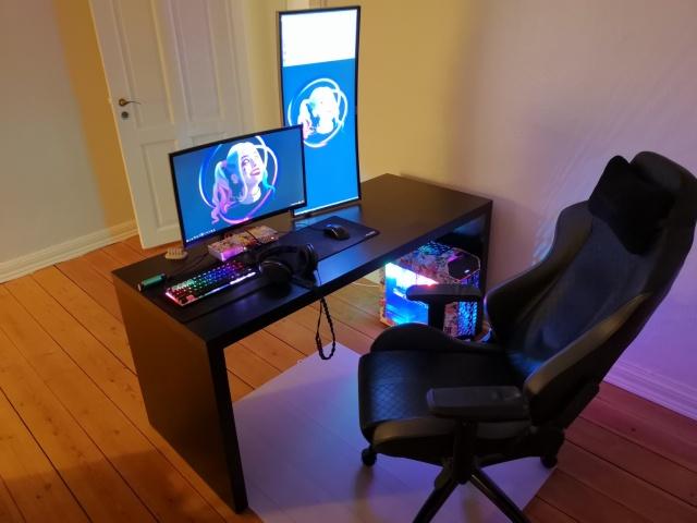 PC_Desk_141_15.jpg
