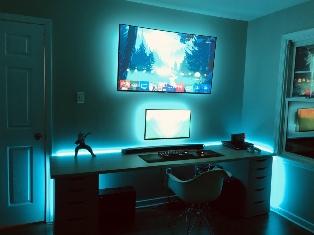 PC_Desk_141_16.jpg