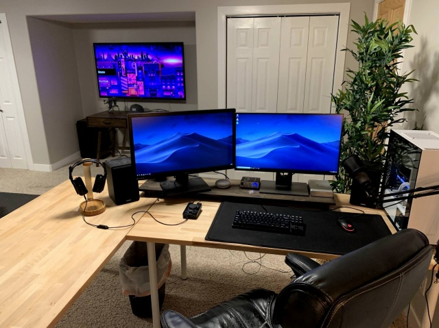 PC_Desk_141_22.jpg