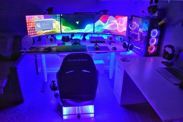 PC_Desk_141_30.jpg