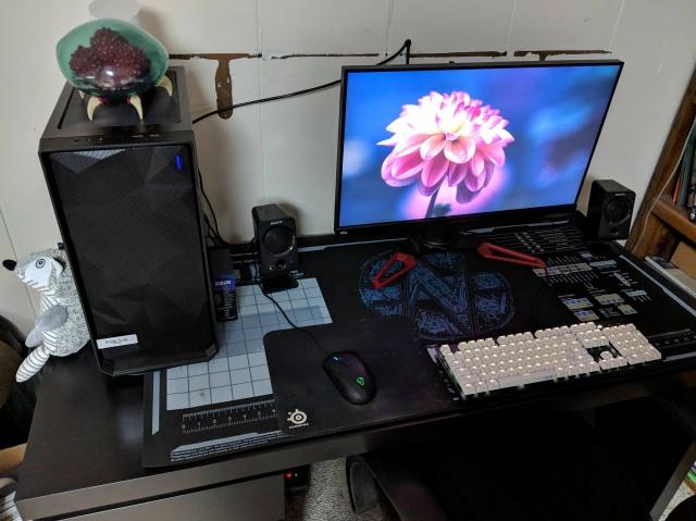 PC_Desk_141_37.jpg