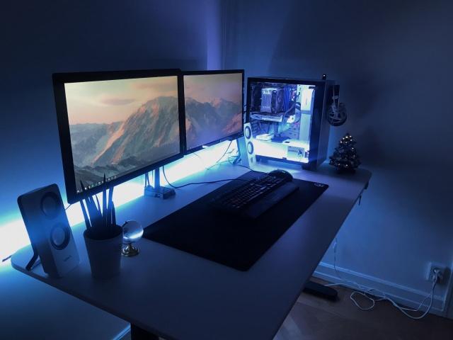 PC_Desk_141_39.jpg