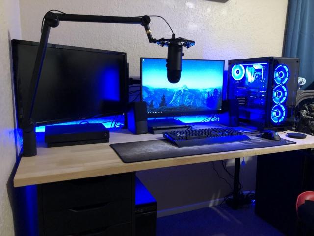 PC_Desk_141_55.jpg