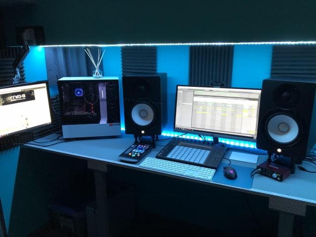 PC_Desk_141_69.jpg