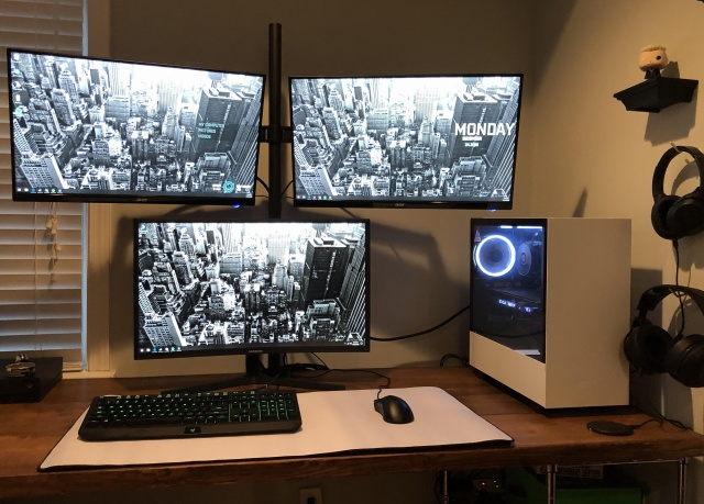 PC_Desk_141_97.jpg
