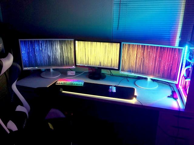 PC_Desk_141_99.jpg