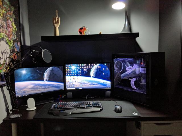 PC_Desk_142_02.jpg