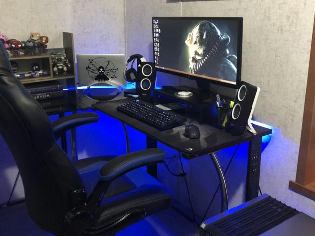 PC_Desk_142_03.jpg