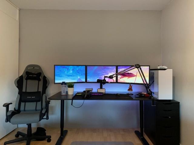 PC_Desk_142_12.jpg