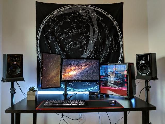 PC_Desk_142_17.jpg