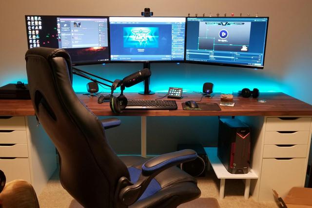 PC_Desk_142_21.jpg