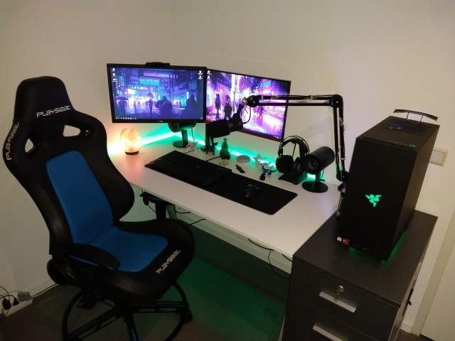 PC_Desk_142_25.jpg