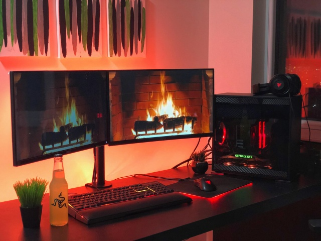 PC_Desk_142_44.jpg