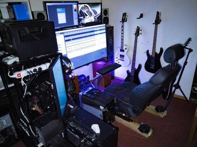 PC_Desk_142_67.jpg
