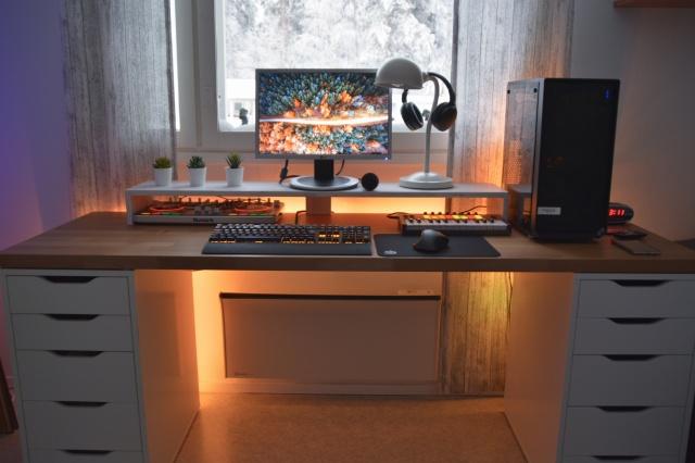 PC_Desk_142_69.jpg