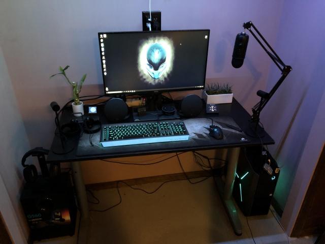 PC_Desk_142_76.jpg